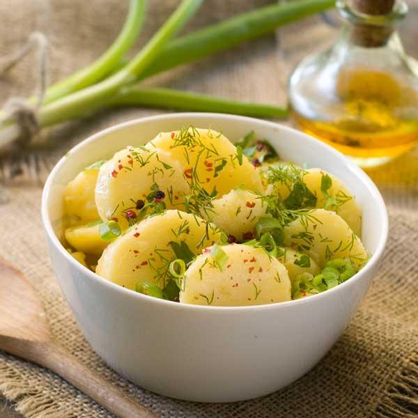 Thermomix-Kartoffelsalat-auf-schwaebische-Art_Wiktory_shutterstock_small, Thermomix-Rezepte, Abnehmen mit dem Thermomix, Thermomix-Salate