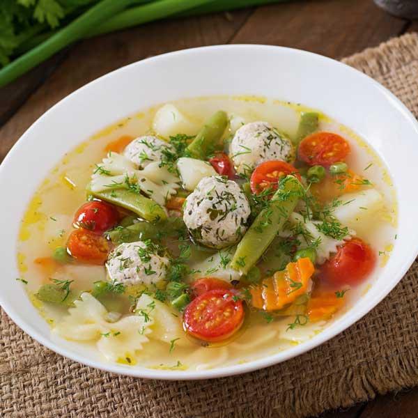 Gemüsesuppe-mit-Putenbällchen_Elena-Danileiko_istockphoto_small, Thermomix-Suppen, Suppen fuer Thermomix